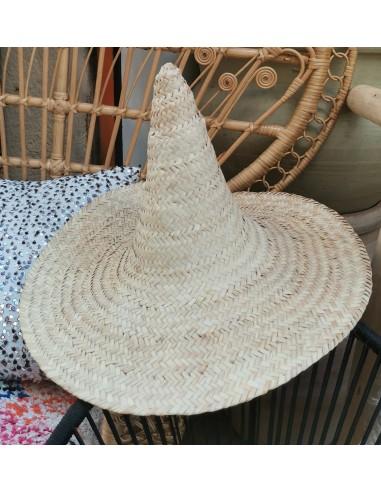 chapeau pointu en osier